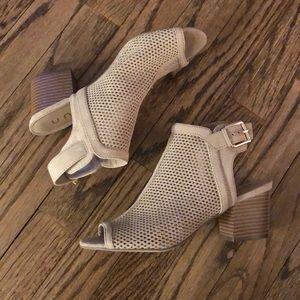 Unisa sandals size 6.5